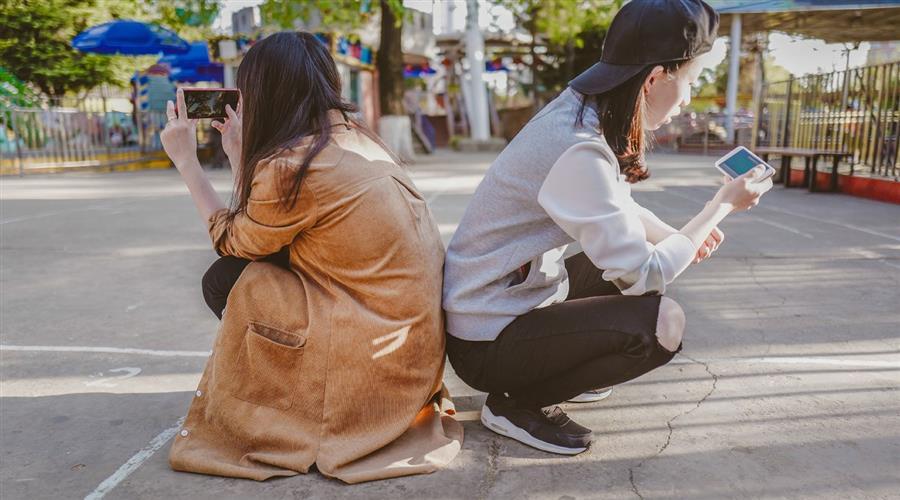 asia-mobil-woman-retail-1400x780px